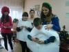 Використовуючи новорічну атрибутику, старшокласники Артемівської школи №18 організували справжнє свято для молодших школярів