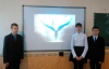 У рамках заходів щодо відзначення Дня добровольця в Бахмутській школі №4 проведено годину-реквієм «Герої не вмирають», присвячену пам'яті загиблих в зоні АТО добровольців.