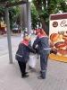Працівники КП «БАХМУТЕЛЕКТРОТРАНС» проводять прибирання зупинок електротранспорту