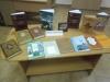 Школярі в бібліотеці в перший день канікул.
